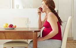 """Lý do khi mang thai không nên """"ăn cho 2 người"""""""