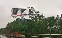 Tin tức mới nhất bão số 1: Nhiều người và xe bị bão xô ngã trên cầu Bãi Cháy