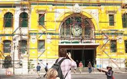 """""""Nhức mắt"""" với màu sắc mới của bưu điện 130 tuổi ở Sài Gòn"""