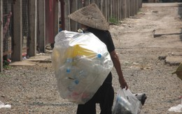 """Cụ bà nhặt rác, 32 năm được """"thờ sống"""" ở quê nhà"""