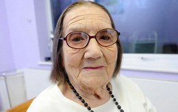 Cụ bà hơn 100 tuổi mà tóc vẫn chưa bạc