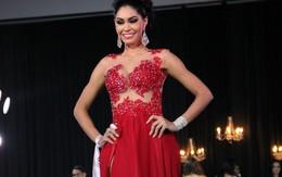 Hoa hậu bị á hậu giật rớt vương miện ngay lúc trao giải