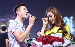 Hoa khôi Hà Nội được bạn trai cầu hôn giữa quảng trường