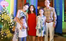 Bố mẹ chồng cũ đến mừng Vân Hugo mở quán ăn