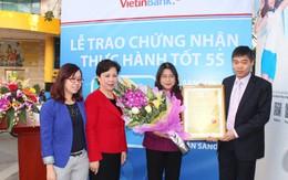 Trao chứng nhận thực hành tốt 5S cho Phòng giao dịch VietinBank