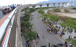 Ô tô tông xe máy, 2 phụ nữ văng xuống cầu chết thảm