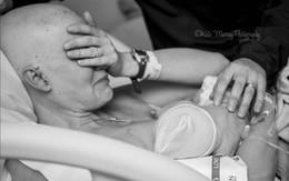 Hình ảnh người mẹ ung thư vú cho con bú khiến hàng nghìn người rơi lệ