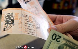 Phát hiện vé số trúng tiền tỷ trong đống thư cũ