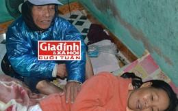 Chân tình cảm động của ông lão mù bán vé số nuôi vợ bị bệnh tim