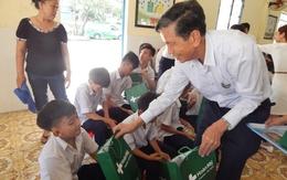 Tặng quà và khám bệnh miễn phí cho trẻ em ở Quảng Nam, Đà Nẵng