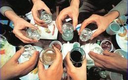 """Không uống """"rượu không tên"""" để tránh ngộ độc"""