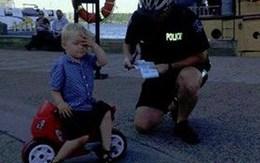 Bé trai 3 tuổi bị đưa phiếu phạt đỗ xe