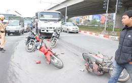 Hà Nội: Xe chở xăng cán nát gần chục xe máy