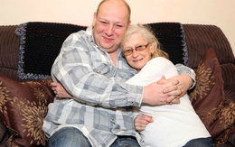 Cụ bà 70 yêu từ cái nhìn đầu tiên với người tình kém 25 tuổi