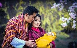 Ông vua yêu vợ ở xứ sở hạnh phúc khoe ảnh gia đình đẹp như cổ tích
