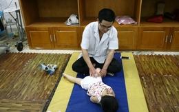 Hình ảnh những đứa trẻ nạn nhân da cam khiến ai cũng phải xót xa