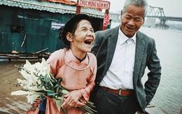 Ông già vớt xác ở sông Hồng xăm chuyện tình lên tay