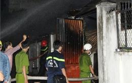 Phá cửa cứu vợ chồng 70 tuổi trong căn nhà đỏ lửa