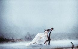 """Cặp đôi Hà thành lặn lội 200 cây số, vượt biển để chụp ảnh cưới """"dưới trời mưa bão"""""""