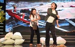 NSƯT Kim Tử Long 'tát' con gái nuôi trên sân khấu
