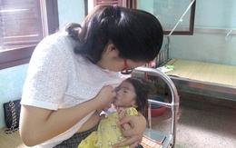 Nhiều mẹ tự nguyện đến viện cho bé 14 tháng nặng 3,5kg bú