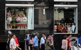 Chị em công sở Sài Gòn nghỉ làm buổi sáng để ra đường chào đón tổng thống Obama