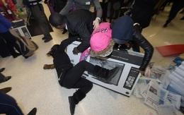 Nhìn những cảnh này còn ai muốn đi mua sắm ngày Black Friday