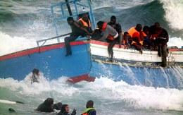 Chìm tàu ngoài khơi khiến 400 người di cư thiệt mạng