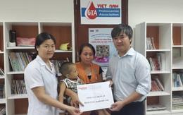 Hai mươi triệu đồng đến với em bé mắc bệnh hiểm nghèo