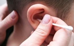 Có nên ngoáy tai cho trẻ bằng bông tai?