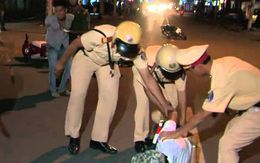 Tài xế đạp cửa, tri hô cảnh sát vây bắt 3 tên cướp