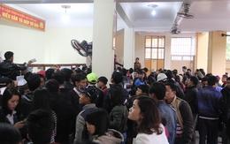 Dân đổ xô làm hộ chiếu, giấy thông hành ngày đầu năm