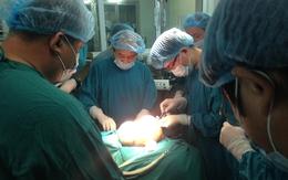 Phẫu thuật thành công khối u khủng 4kg nằm trong bụng bệnh nhân