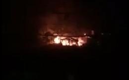 Hà Nội: Cháy dữ dội xưởng đồ gỗ ở làng nghề Hữu Bằng