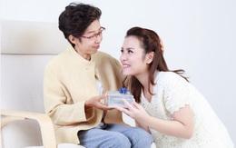 """Bí quyết tặng quà 20/10 khiến mẹ chồng khó tính nhất cũng """"ưng"""""""