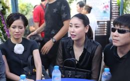 Các nghệ sĩ đau buồn đến viếng Minh Thuận