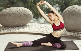 Kỳ Duyên khoe eo thon khi tập yoga