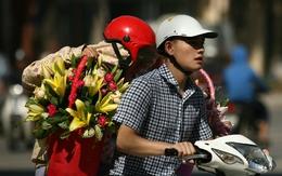 Quý ông tất bật mua hoa mừng ngày Phụ nữ Việt Nam 20/10