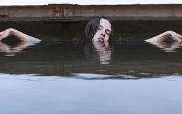Sự thật bất ngờ phía sau hình ảnh thiếu nữ xinh đẹp tắm trên sông
