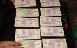 Bắt các đối tượng mua tiền giả từ Trung Quốc về Việt Nam tiêu thụ