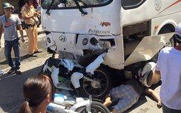 """Hải Phòng: Bị xe du lịch """"chồm"""" lên, 7 người trên xe máy trọng thương"""