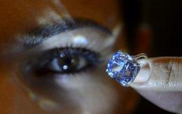 Chiêm ngưỡng chiếc nhẫn kim cương xanh chuẩn bị được bán cho giới siêu giàu