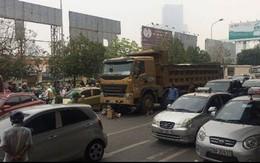 Xe tải cán chết người phụ nữ ngay cổng bến xe Mỹ Đình