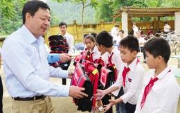 5.000 cặp phao cứu sinh BIDV đến với học sinh vùng sông nước