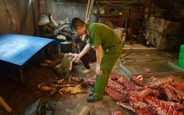 """Hà Nội: Buộc tiêu hủy hơn 2.000 kg thực phẩm """"bẩn"""""""