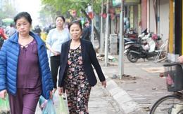 """Hà Nội giành lại vỉa hè: Vạch vôi """"lạ"""" từng đẩy người đi bộ xuống… đường"""