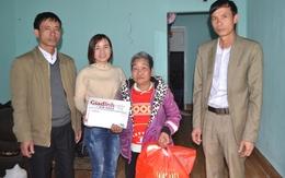 Niềm vui bất ngờ của bà lão 70 tuổi dắt 3 cháu nội mồ côi đi ăn xin