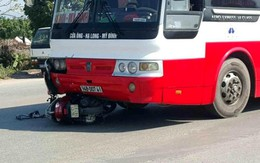 Hải Dương: Bị xe khách đâm trúng, nữ giáo viên tiểu học thoát chết