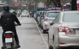 """""""Chiến dịch"""" đòi lại vỉa hè ở Hà Nội: Người đi ô tô """"méo mặt"""" tìm chỗ đậu"""