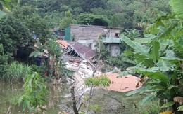 Biệt thự 4 tỷ không phép bất ngờ đổ sập xuống hồ